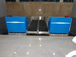 Baggage check-in conveyor