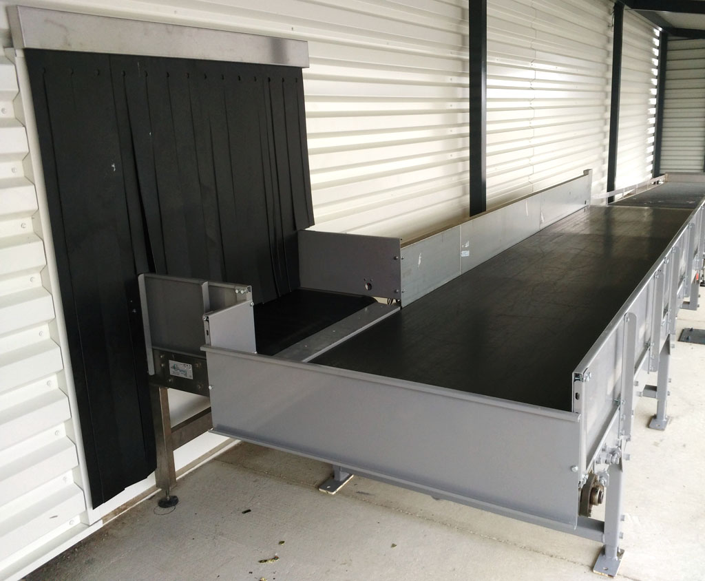 baggage conveyor